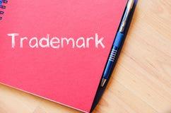 La marca registrada escribe en el cuaderno Fotos de archivo libres de regalías