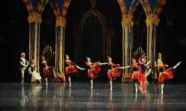 La marche dans le lac adulte swan de cérémonie-ballet de prince de Team-The de clown Photos stock