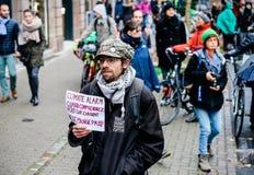 La Marche versa il marzo di Le Climat per proteggere sulla gente francese della via con fotografia stock