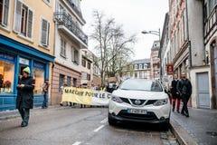 La Marche versa il marzo di Le Climat per proteggere sulla via francese immagine stock libera da diritti