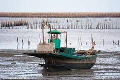 La marea di inondazione viene durante la bassa marea Fotografia Stock