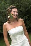 La mariée avec s'est levée photographie stock