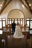 La mariée et le marié à modifient. images libres de droits