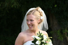 La mariée riante image stock