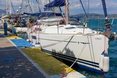 La marina de Poros, est une île grecque dans la partie du sud de Saronic G Photo libre de droits