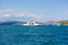 La marina de Poros, est une île grecque dans la partie du sud de Saronic G Image stock