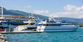 La marina de Poros, est une île grecque dans la partie du sud de Saronic G Photos libres de droits