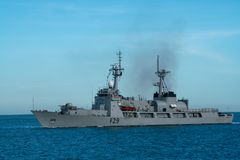 La marina di BNS Somudra Avijan F29 Bangladesh naviga nella baia di Padang fotografia stock
