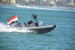 La marine égyptienne célébrant la révolution à l'Alexandrie image libre de droits