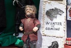 La marioneta de Tyrion Lannister Juego del carácter de los tronos imágenes de archivo libres de regalías