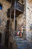 La maschera di Arlecchino La sua casa di Oneta Valle Brembana Bergamo L'Italia immagine stock