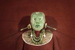 La maschera funerea del mosaico della giada ed i gioielli hanno trovato nella tomba di re maya Pakal da Palenque, il museo nazion Fotografie Stock