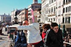la maschera stile veneziana, il carnevale di Venezia è una dei più famose nel mondo, il suo caratteristico è le maschere, create  fotografie stock