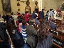 La massa di notte di Natale in dicembre Fotografie Stock Libere da Diritti