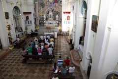 La masse dans le saint Eustache d'église catholique dans Dobrota, images libres de droits
