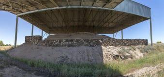 La-Mata Tartessian-Standort Westseite mit verstärkter Wand und trenc Stockfotos