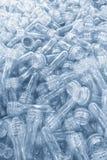 La materia prima per il processo di salto della bottiglia di plastica Il campione del processo dell'iniezione fotografia stock