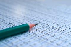 La matita è sul taccuino con gli esempi matematici Immagini Stock Libere da Diritti