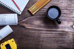 La matita del blocco note blueprints la misura di nastro di legno Immagine Stock Libera da Diritti