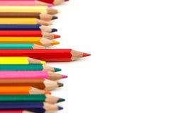 La matita di colore rosso sta fuori altra Fotografie Stock