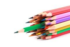 La matita variopinta di colore ha sistemato nella linea diagonale su fondo bianco Fotografie Stock Libere da Diritti