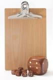 La matrice en bois et le petit en bois découpe devant les Bu en bois Photos libres de droits