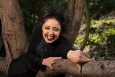 La matrigna lancia un incanto sopra la mela Fotografia Stock