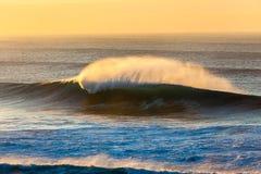 La mattina dell'oceano ondeggia il colore dello spruzzo  Immagini Stock