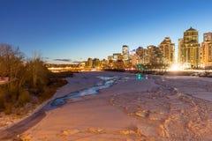 La mattina permuta l'ora a Calgary, Alberta con una vista del froz Fotografie Stock Libere da Diritti