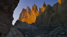 La mattina soleggiata nella valle di gesso fortifica in cursore 4K di Kasakhstan archivi video