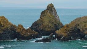 La mayoría de la costa costa hermosa en Cornualles - la ensenada de Kynance metrajes