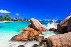 La mayoría de las playas tropicales hermosas - islas de Seychelles imagenes de archivo