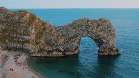La mayoría de los lugares hermosos en Inglaterra - la puerta de Durdle cerca de Dorset almacen de video