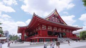 La mayoría del templo famoso en Tokio - el templo de Senso-Ji en Asakusa - TOKIO, JAPÓN - 12 de junio de 2018 metrajes
