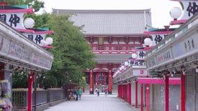 La mayoría del templo famoso en Tokio - el templo de Senso-Ji en Asakusa - TOKIO, JAPÓN - 12 de junio de 2018 almacen de video