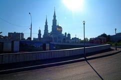 La mayor parte de la mezquita de Moscú en fondo del cielo azul Imagenes de archivo