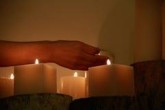 La meditazione naturale della candela degli elementi immagini stock libere da diritti