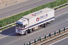 La meilleure livraison exprès de messager sur l'autoroute urbaine, Pékin, Chine Photos stock