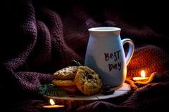 La meilleure tasse de café de jour avec les biscuits faits maison Humeur de mode de vie photographie stock