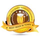 La mejor cerveza en etiqueta de la ciudad con la cerveza de la taza ilustración del vector