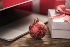 La mejor idea de los regalos de la Navidad Imagen de archivo libre de regalías