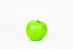La mela verde è tagliata ed isolata su backgroun bianco Fotografia Stock Libera da Diritti