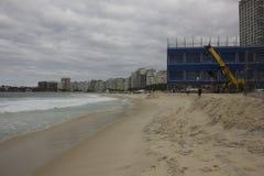 La mer agitée affecte deux travaux olympiques à Rio Images stock