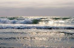 La mer avant crépuscule. Photographie stock libre de droits