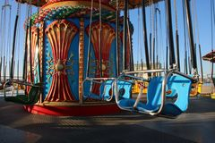La mer balance le tour de parc d'attractions sur la promenade en Californie images stock