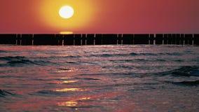 La mer baltique au lever de soleil banque de vidéos