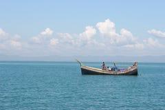 La mer bleue attrayante Photographie stock libre de droits