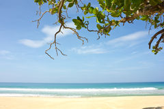 La mer chez KhaoNaYak dans PhangnNga, Thaïlande Images libres de droits
