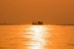 La mer d'or pendant le matin Images stock
