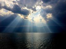 La mer et la lumière de diffraction image stock